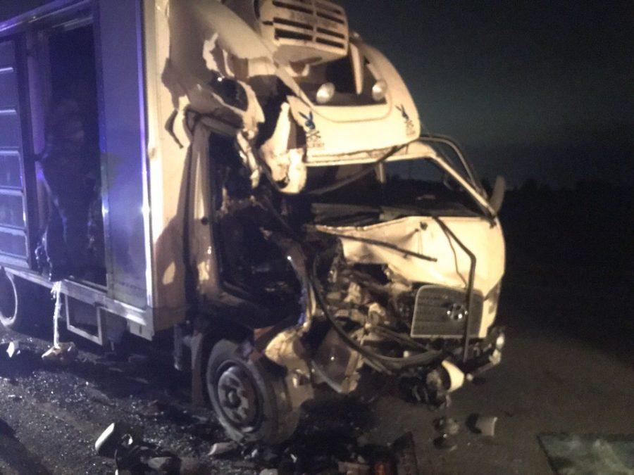 Под Кемеровом грузовик протаранил фуру, пострадавшего деблокировали спасатели