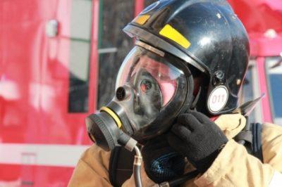 В Кемерове при пожаре в многоквартирном доме сотрудники МЧС спасли четырёх человек
