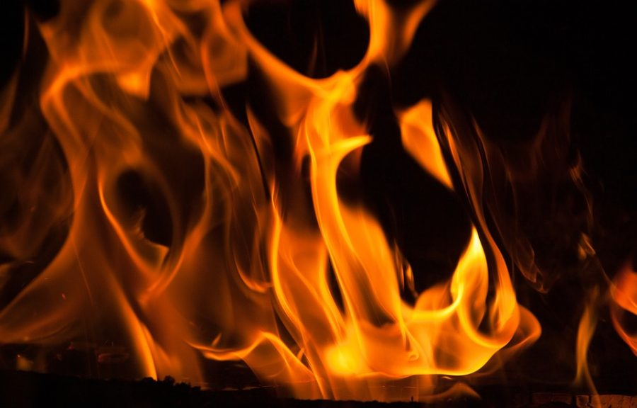 Ночью в Новокузнецке сгорел кроссовер Opel