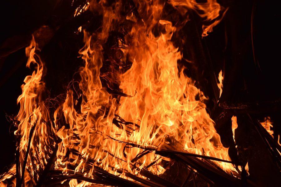 В Кемерове из-за шалости детей с огнём произошёл пожар на площади 50 кв.м
