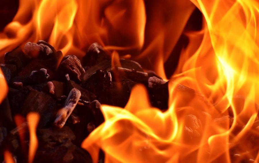 Ночью в Кузбассе из-за поджога произошёл пожар на площади 230 «квадратов»
