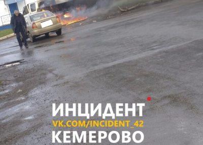 Видео: в Кемерове после ДТП загорелась «Газель»