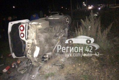 После «встречи» бетонных плит и Nissan в Тайге пострадал мужчина