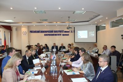 В обсуждении приняли участие в том числе представители власти, госслужб, органов внутренних дел и бизнес-среды.