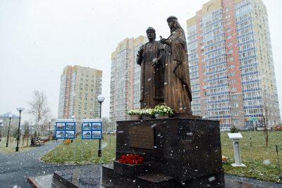 В Кемерове появился памятник покровителям супружеской жизни