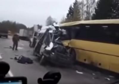 В Тверской области в ДТП с автобусом погибли 13 человек, пострадавших эвакуировал Ми-8