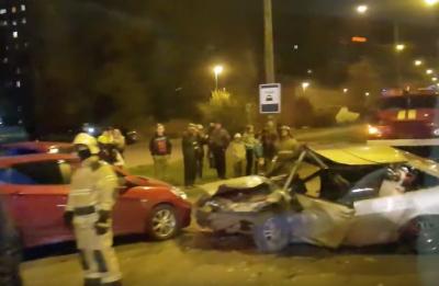 Опубликовано видео последствий серьёзного тройного ДТП в Новокузнецке