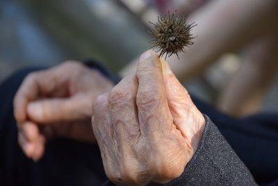 Россияне назвали возраст, с которого начинается старость