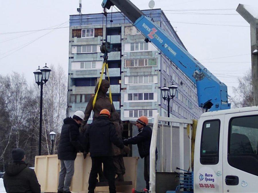 Кемеровский облупившийся памятник заменили на бронзовый