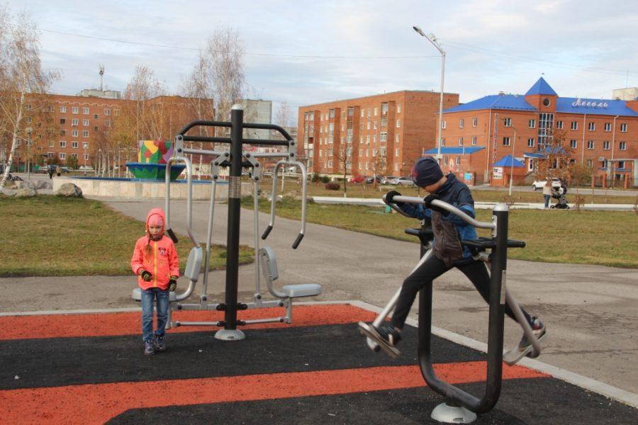 В Киселёвске при поддержке фонда «СУЭК-Регионам» открыли воркаут-площадку