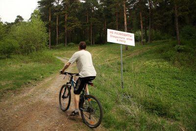Кемеровские депутаты разрешили технике ездить через Сосновый бор