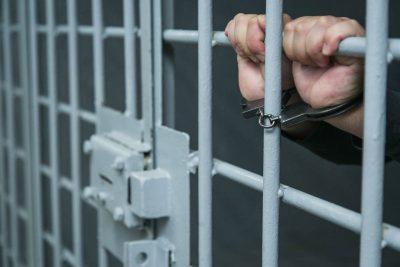 Кузбассовец приструнил гостя шумного соседа выстрелом в грудь из «пугача» и попал под суд