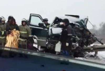 В Сети появилось видео жёсткого ДТП с погибшим на кузбасской трассе