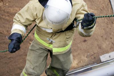Страшный пожар в Кемерове: спасатели вытащили из горящей многоэтажки 18 человек