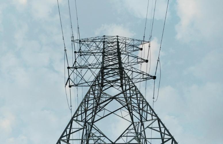 Шторм оставил тысячи кузбассовцев без электричества