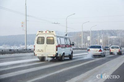 У кемеровского автобуса взорвалось колесо, пострадала женщина
