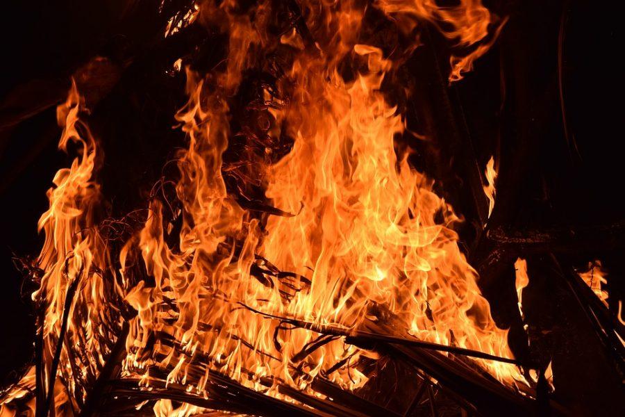 В Кемерове больше 30 пожарных тушили возгорание в частном доме