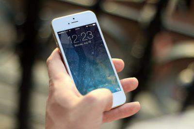 Ловкость рук: кемеровчанин менял в магазине дорогие телефоны на муляжи