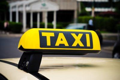 Новокузнечанка с 16-летним сыном напали на таксиста по дороге в ночной клуб
