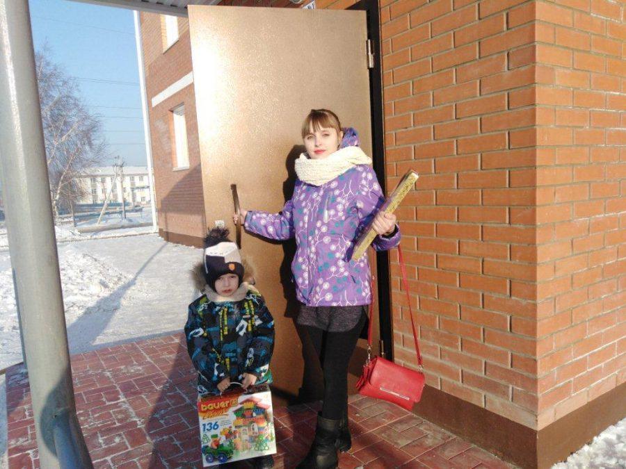 Кому в Кузбассе вручили квартиры в новом доме