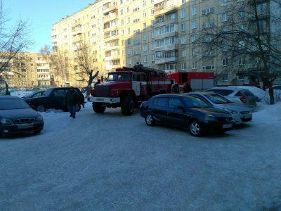 Едкий и густой дым: в Кемерове загорелось общежитие