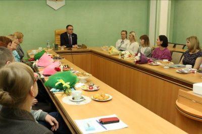 Приёмным родителям из Кемерова дали денег
