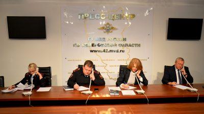 Всего за час кузбассовцы сдали полицейским десятки взяточников