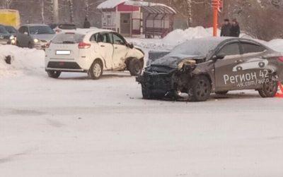 Фото: на кемеровском перекрёстке произошло серьёзное ДТП