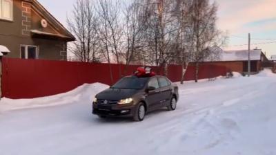 Кемеровская блогерша подарила отцу автомобиль