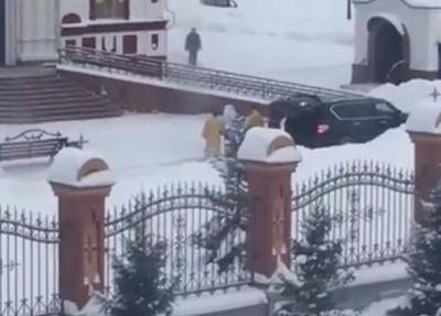 Новокузнечан возмутил священник на Infiniti