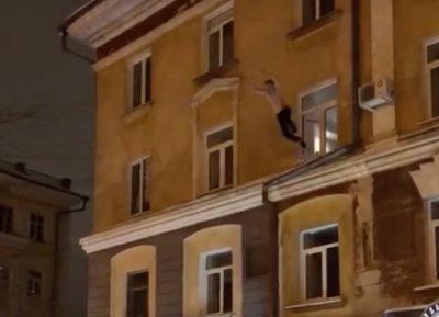 Прыжок кемеровчанина из окна сняли на видео