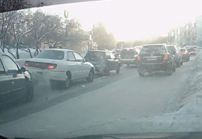 Момент тройного ДТП в Кемерове попал на видео