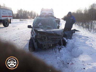 Искорёженное авто и сломанные ноги: что произошло днём возле Анжеро-Судженска