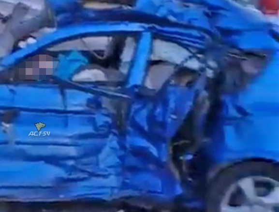 Видео: на новосибирской трассе авто превратилось в груду металла, погибла кемеровчанка