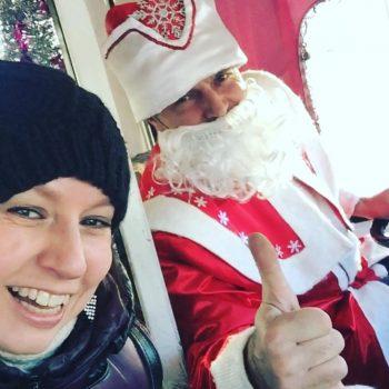 Дед Мороз курсирует по Кемерову за рулём маршрутки
