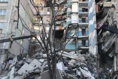 При взрыве в многоэтажке погибли четверо, судьба десятков человек остаётся неизвестной