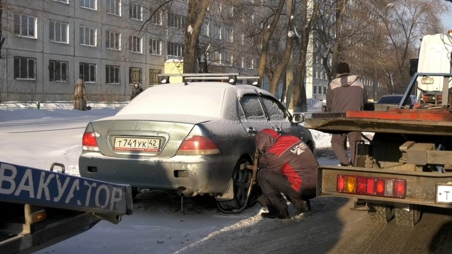 Кемеровские водители лишились транспорта из-за снега