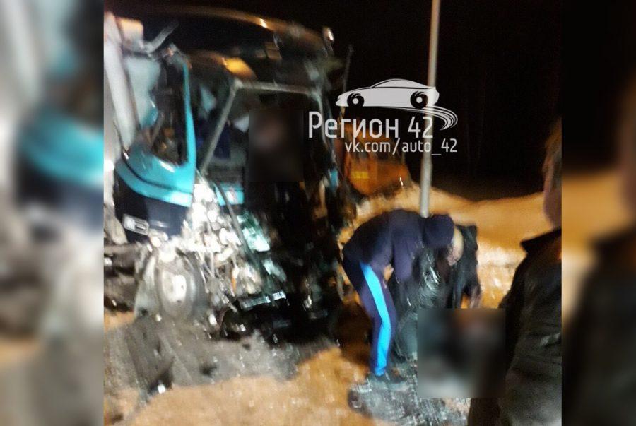 Кто погиб в страшной аварии с двумя грузовиками в Кузбассе
