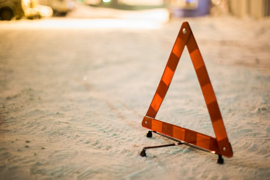 Видео: в Новокузнецке машина сбила сразу двух пешеходов
