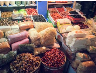 Ещё в одной торговой точке на известном кемеровском рынке нашли тараканов