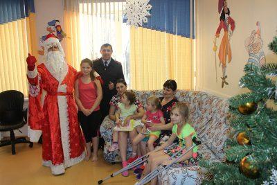Полицейский Дед Мороз поздравил пациентов кемеровской больницы