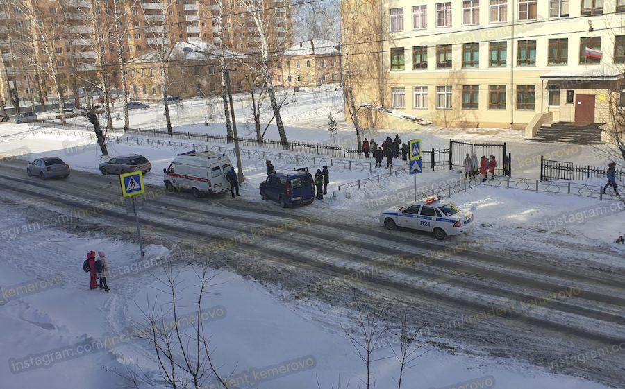Фото: возле кемеровской школы сбили ребёнка