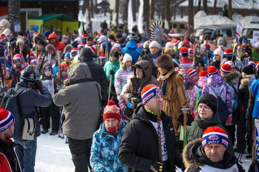 Более 1000 кемеровчан встретились в бору и встали на лыжи