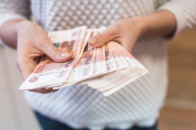 Кемеровчанка хотела продать сани для лошади и потеряла деньги