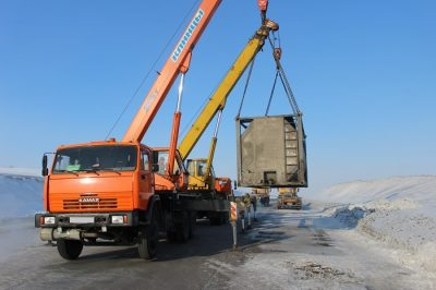Фото: из-за замерзающего на трассе кузбассовца перекрыли дорогу