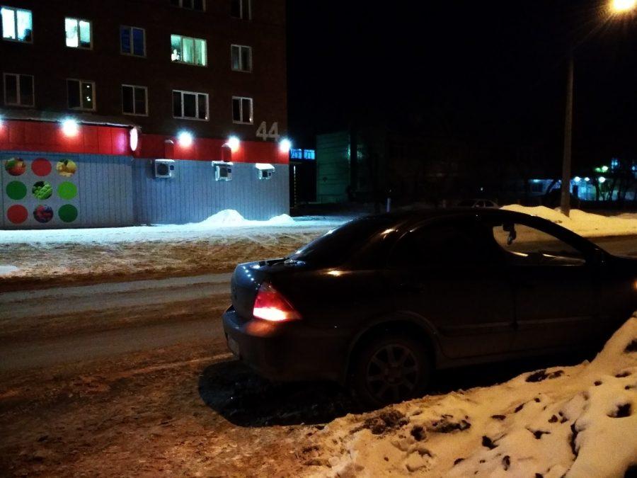 Фото: в Кемерове легковушка на полной скорости протаранила Nissan и скрылась