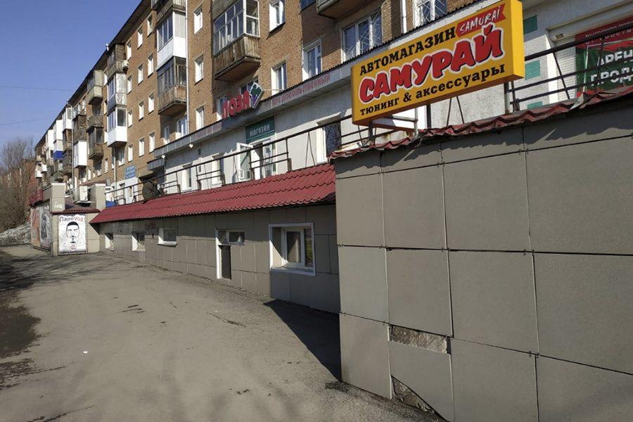 «Грязные и разбитые окна»: мэр Кемерова не доволен состоянием магазинов после зимы