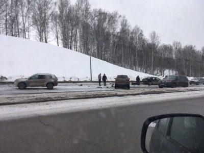 Фото: две легковушки разбились на дороге в кемеровскую Лесную Поляну