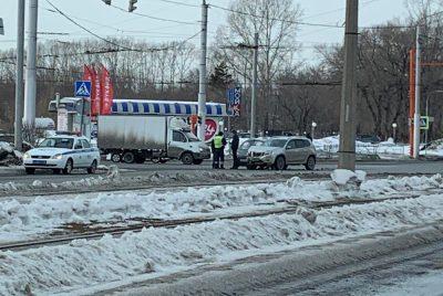 Фото: ДТП с грузовиком на опасном перекрёстке в Кемерове