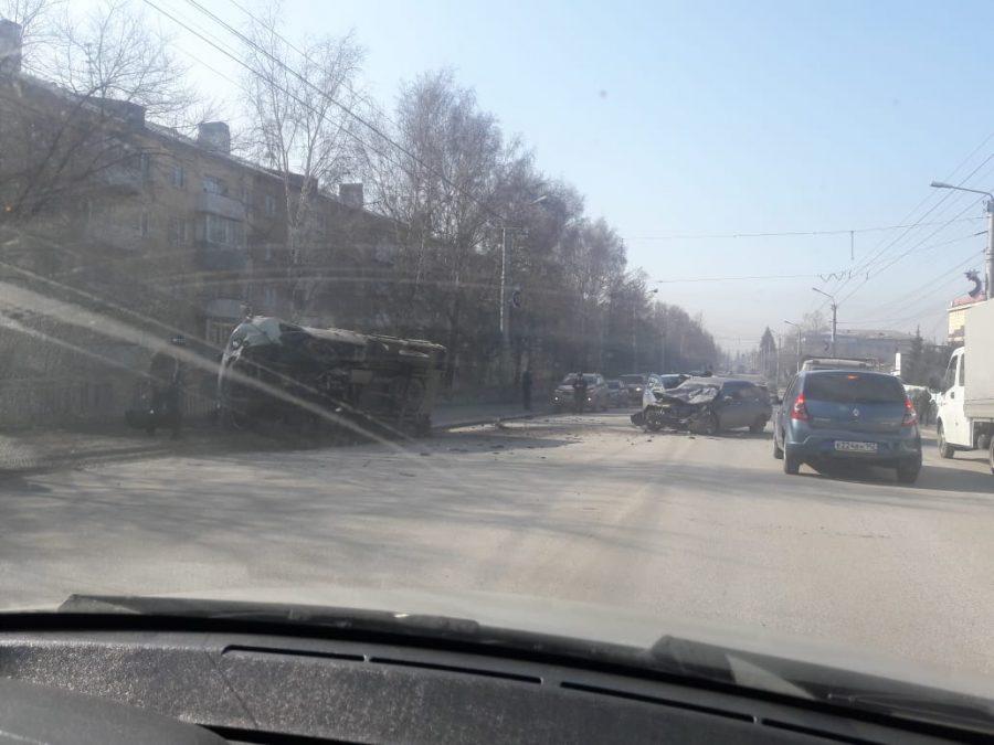 Авто всмятку: видео серьёзного ДТП в кузбасском городе